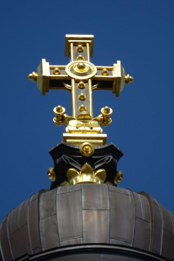 Christuskirche-Mainz-Kuppelkreuz---Foto-Siegfried-Günther